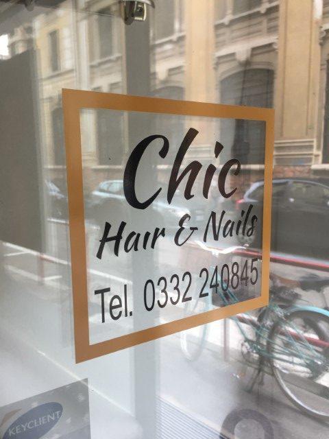 Adesivo vetrina Chic (Piccola)